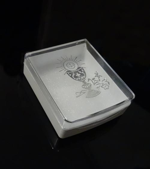 Krabička na ruženec plastová s kalichom strieb.
