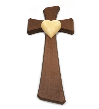 Drevorezba: Kríž so srdcom (č.22) - orech